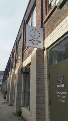 Wonderpens pole banner