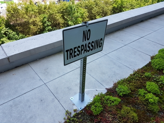 No trespassing sign